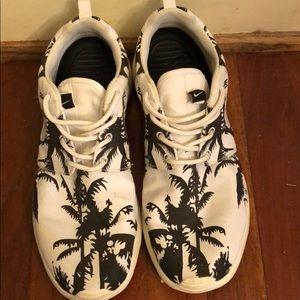 Nike Palm Tree Roshes